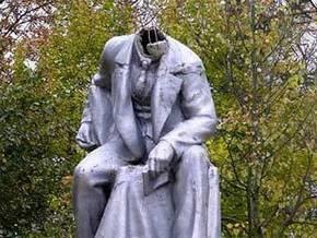 В Петербурге памятник Ленину лишился головы