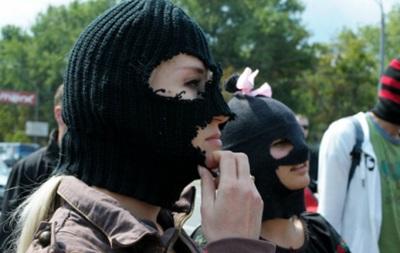 Порошенко решил запретить балаклавы в мирных местах