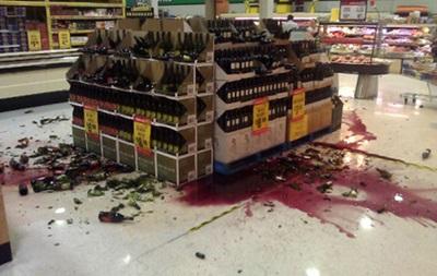 В Харькове пьяный мужчина разгромил винный отдел супермаркета