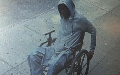 В Нью-Йорке среди бела дня мужчина в инвалидном кресле ограбил банк