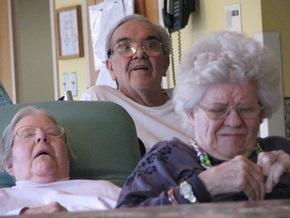 90-летние израильские пенсионеры устроили оргию в доме престарелых