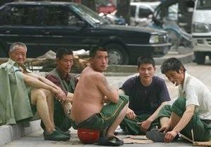 Китайские рабочие взяли в заложники вице-консула России