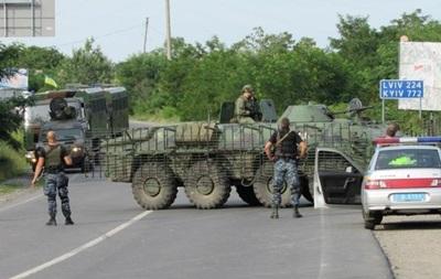 Колонна военной техники остановилась под Мукачево