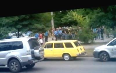 В Одессе задержали сторонников оппозиционного журналиста Бузилы