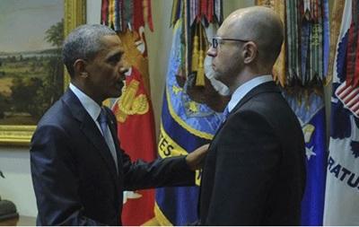 Яценюк закурил после разговора с Обамой