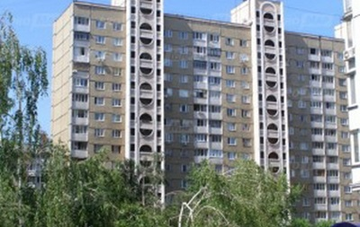 В Киеве мужчина выпрыгнул с десятого этажа и остался жив