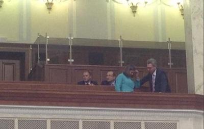 Нуланд и Пайетт приехали в Раду на голосование по Конституции