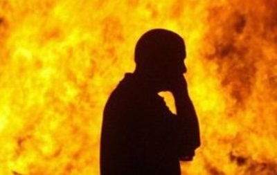 На Харьковщине мужчина облил себя бензином и поджег