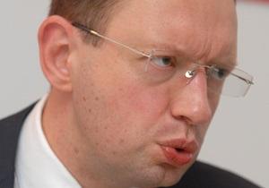 Яценюк: Тимошенко и Янукович отличаются только полом