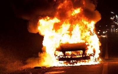 В Ивано-Франковске возле райотдела сожгли машины милиции