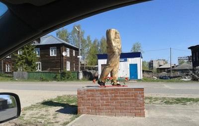 Обезглавивший памятник Ленину россиянин получил год тюрьмы