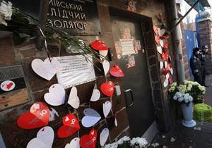 Судья, прокуроры и защитник зашли в камеру Тимошенко. Депутатов не пустили