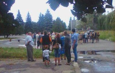 Жители Авдеевки митингуют против установки блокпоста