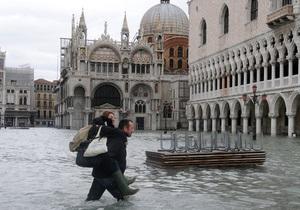 Сильные дожди затопили Венецию
