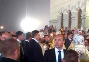 Охрана Януковича в Херсонесе не пускала верующих на пасхальную службу