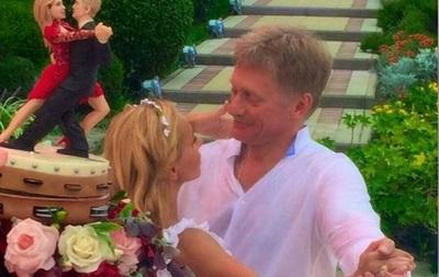 В сети обсуждают торт со свадьбы Пескова