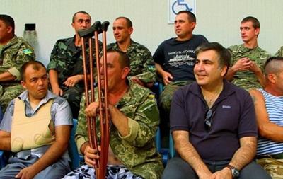 Саакашвили побывал на матче Черноморец - Динамо вместе с ранеными бойцами