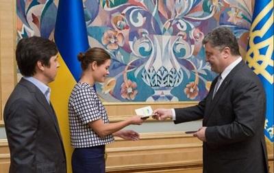 Порошенко дал украинское гражданство двум россиянам