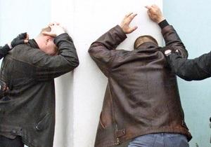 Бывший тяжелоатлет и преподаватель организовали незаконное изготовление и сбыт стероидов в Киеве