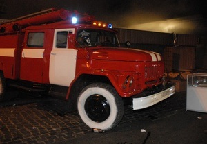 В Харькове на автостоянке сгорели три машины