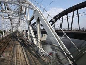 В Киеве приостановлено строительство Дарницкого моста