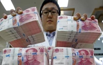 Банк Китая девальвирует юань третий день подряд