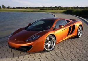 Владельцы неисправных суперкаров McLaren получат в подарок книгу