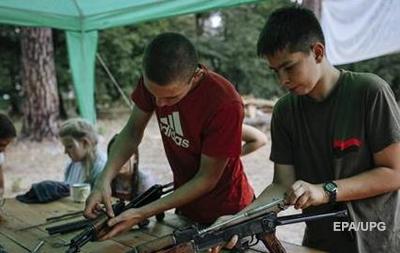 Daily Mail назвала  неонацистским  детский лагерь  Азова  под Киевом