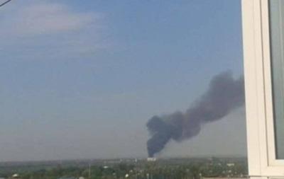 В Донецке пожар в районе завода химизделий