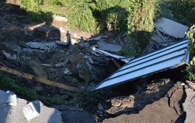 У Дніпропетровську зійшов зсув: виникло 10-метрове провалля