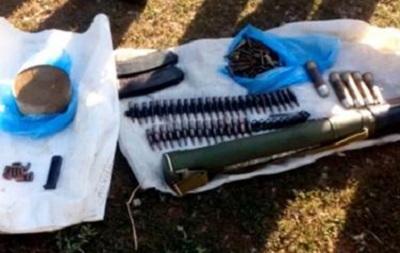 В Донецкой области обнаружен тайник с оружием