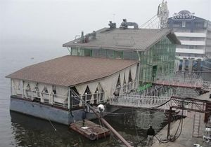 Плавучие рестораны хотят вернуть на набережную Днепра в Киеве к лету