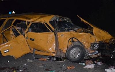 В ДТП под Николаевом пострадали девять человек