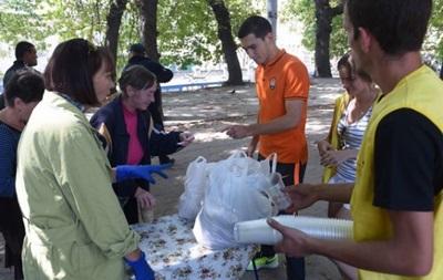 Игрок Шахтера накормил нуждающихся во Львове
