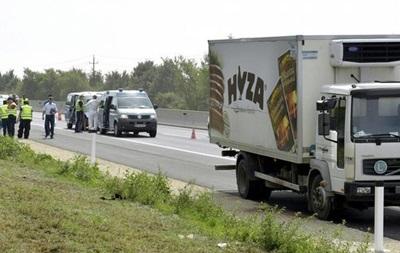В Австрії знайдена вантажівка з тілами десятків біженців