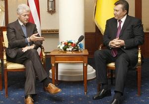 Янукович поблагодарил Клинтона за интерес к Украине
