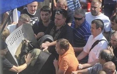 Аваков обвинил Тягнибока в событиях под Радой