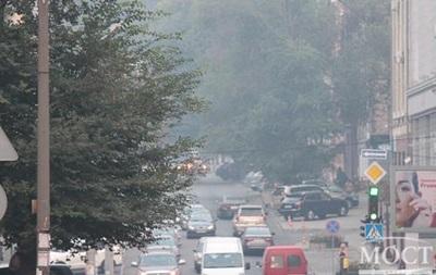 Дніпропетровськ слідом за Києвом накрило густим димом
