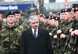 Министр обороны Ирландии подал в отставку, сознавшись в клевете