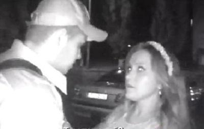 В Киеве пьяная невеста побила полицейских