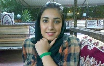 Иранская художница предстанет перед судом за рукопожатие с мужчиной