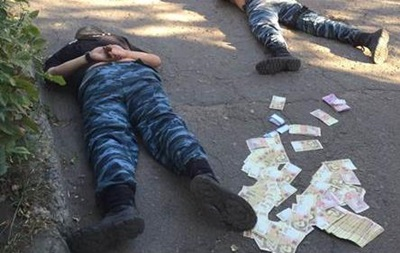 У Слов янську затримали міліціонерів, що покривали наркоторговців