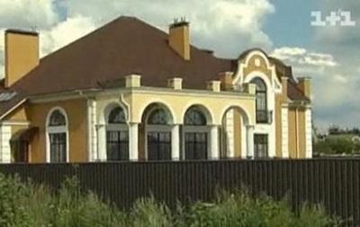 Журналисты показали роскошные особняки настоятеля Лавры