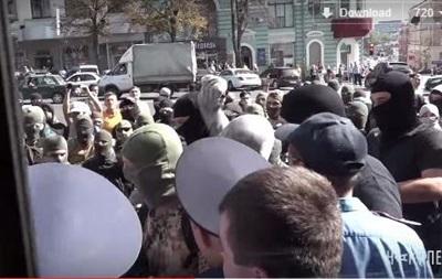 Появилось видео столкновений у горсовета Харькова