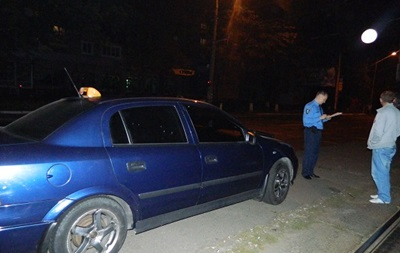 У Києві чоловік напав з ножем на таксиста