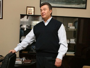 Янукович подарит родным на Новый год быка