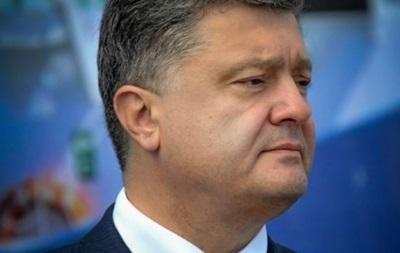 Порошенко обязал вывешивать флаги Украины на День защитника