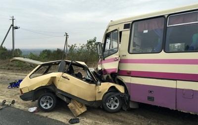 Под Львовом маршрутка попала в ДТП: есть погибший