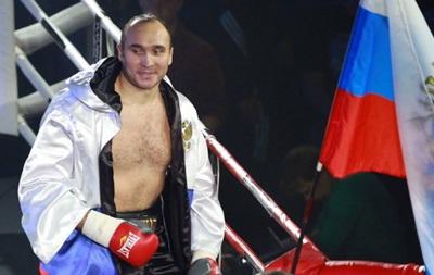 Александр Устинов  нокаутировал соперника в первом раунде