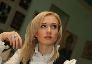 СМИ: 22-летняя журналистка прокомментировала слухи о близких отношениях с Януковичем